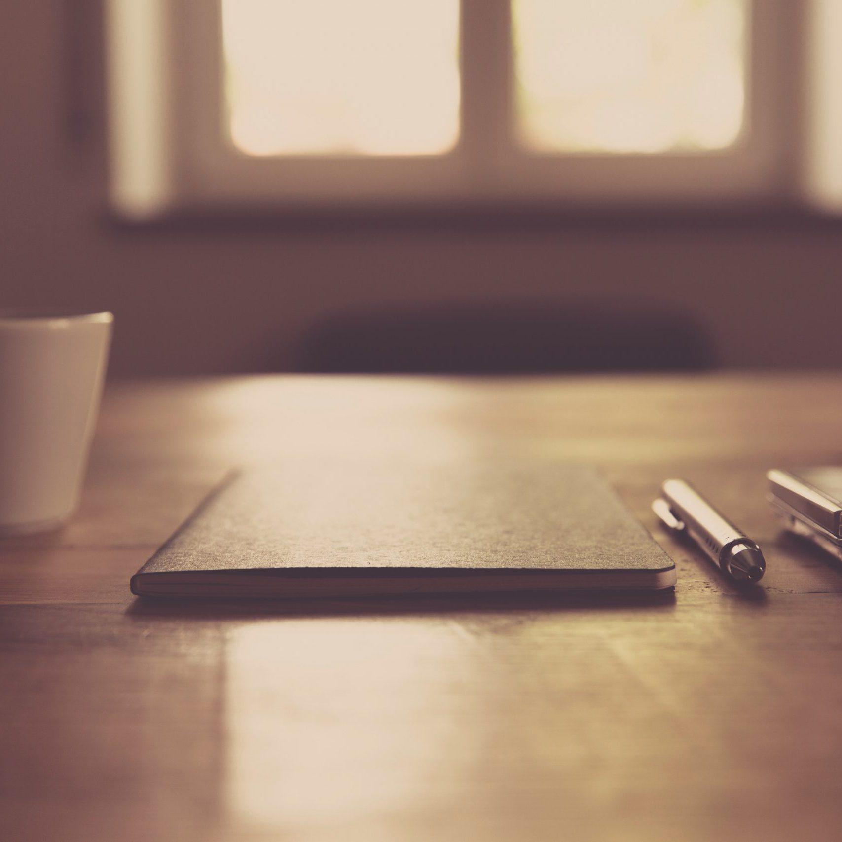 cup-smartphone-desk-notebook-97987